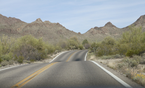 365_til_30_one_part_gypsy_roadtrip_tucson_arizona_saguaro_desert_road