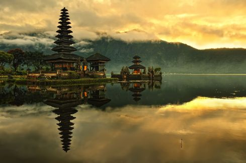 Bali-Pura-Ulun-Danu-Bratan-Water-Temple-in-Bali-Indonesia